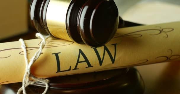 Právní řád soudních a justičních právních předpisů rozsudek za vinu nebo nevinnost
