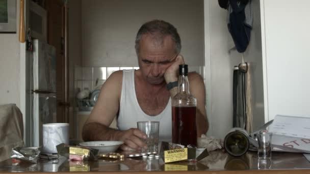 Alkoholos ember szenved kábítószer hatásai az alkoholizmus és a depresszió