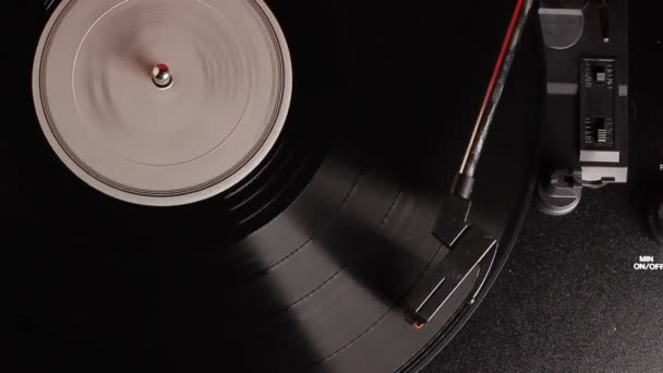 vinylové záznamy odehrané na ročním gramofonním přehrávači