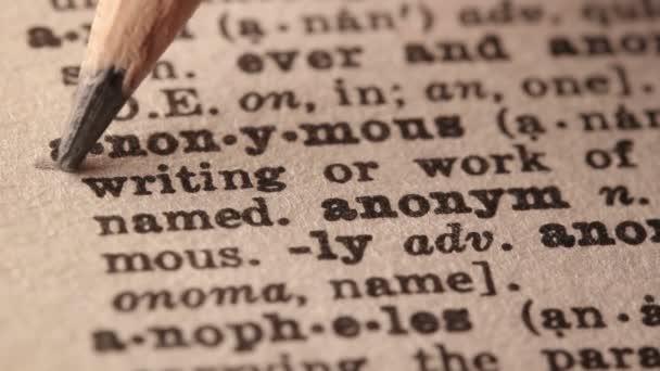 Tužka, zdůraznilo slovo anonymní