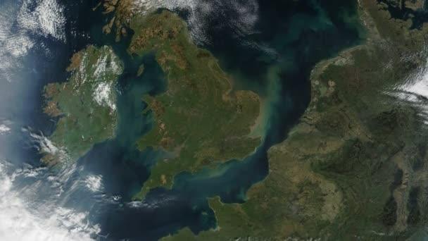 lassú zoom a világűrből az Egyesült Királyság és London