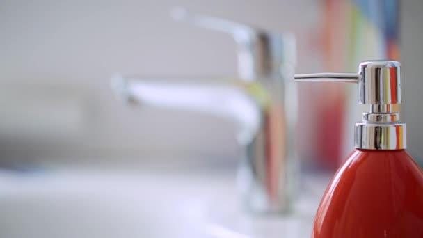 Hände waschen. Reinigung Hände. Hygiene