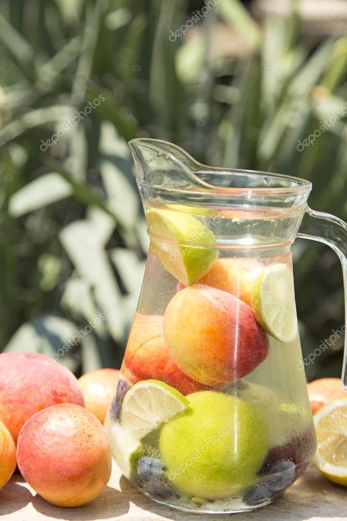 Detox Getränk in ein Glas — Stockfoto © TeodoraD #118553898