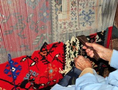 Vertical loom for weaving