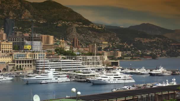 Panorama dellorizzonte di Monte Carlo Monaco, Condamine square e Port Hercule. Ultra Hd 4K, tempo reale