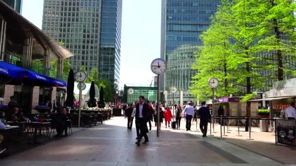 Londýn: podnikatelé budou pracovat na Kanárských Wharf v Londýně. Kanárské přístaviště je hlavní obchodní čtvrť s cca 14 000 000 čtverečních stop kanceláře a maloobchodním prostorem. 4k, Ultra HD 4k, reálný čas