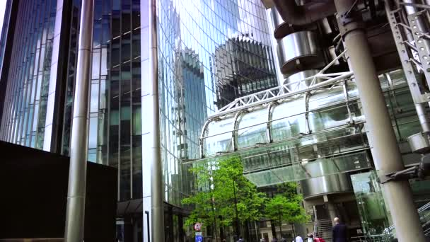 LONDON, UK :Traffic and pedestrians on City, Lloyd building in London, UK.ULTRA HD 4K,REAL TIME,