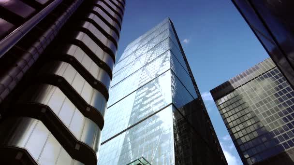 london, uk: verkehr und fußgänger in der stadt, lloyd building in london, uk.ultra hd 4k, echtzeit,
