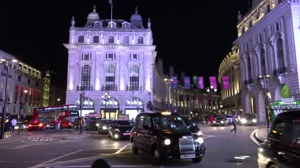 Londýn-Anglie, Ultra HD 4k Real Time: dopravní ulice v Piccadilly Circus v noci