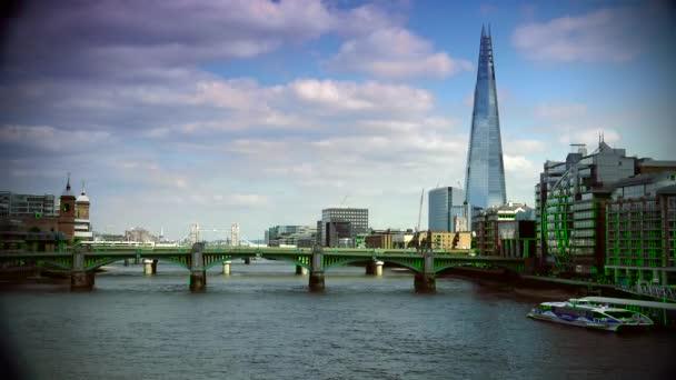 Londýn: londýnský Panorama řeky Thames se Shard v pozadí. Dokončeno v roce 2012 je nejvyšší budova Evropské unie. Ultra HD 4k, reálný čas, Lupa
