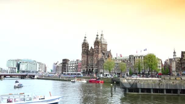 Amsterdam: Amsterodamská Bazilika svatého Mikuláše. Svatý Mikuláš, umístěný v oblasti starého centra, je hlavní katolickou církví. Ultra HD 4k, reálný čas