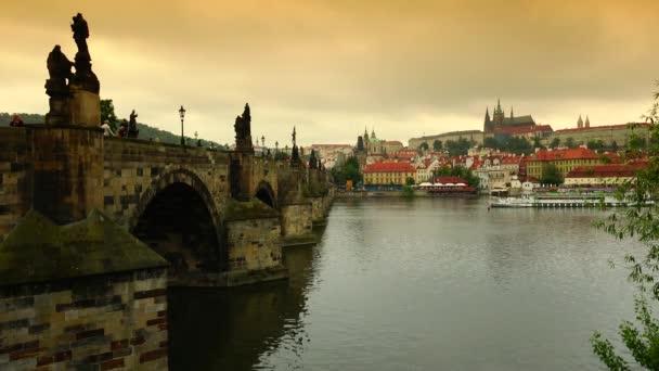 Ultra Hd 4k reálném čase výstřel, pohled na Karlův most v Praze,