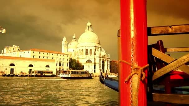Několik atrakcí benátského města v Itálii, gondola a Canal Grande, v reálném čase, HD