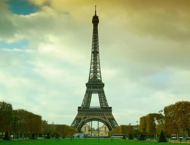 Paříž: turistická kancelář před Eiffelskou věží-Paříž, Francie. časový výpadek, 4k