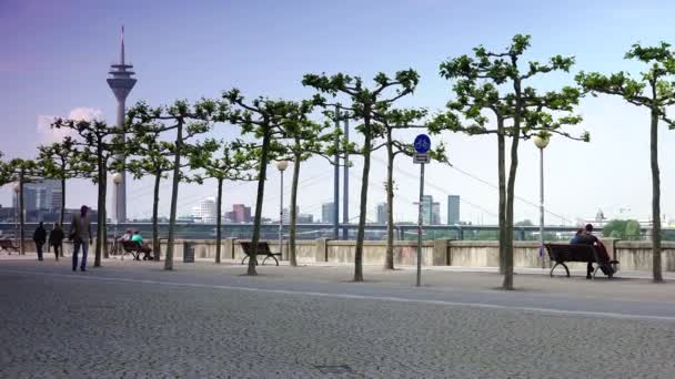 Düsseldorf: Rheinpromenade in Düsseldorf, germany.ultra hd 4k, Echtzeit