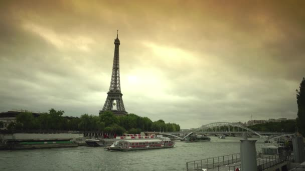 PARIS, FRANCE - JULY 25, 2015: Iconic Eiffel Tower Paris, Tourists Visit in Tour Boats on Seine River Trip French Travel cloudy day(, Ultra HD, UHD, 4K, 2160P ) real time