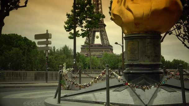 Paris, :This bronze sculpture, a replica of the one topping the Statue of Liberty, was placed here as a symbol of friendship between France and the USA. Princess Diana dies here. ultra hd 4k
