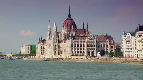 BUDAPEST, HUNGARY - sept 10: Touristic Boats on Danube River in front of Hungarian Parliament Building .real time ,4k,
