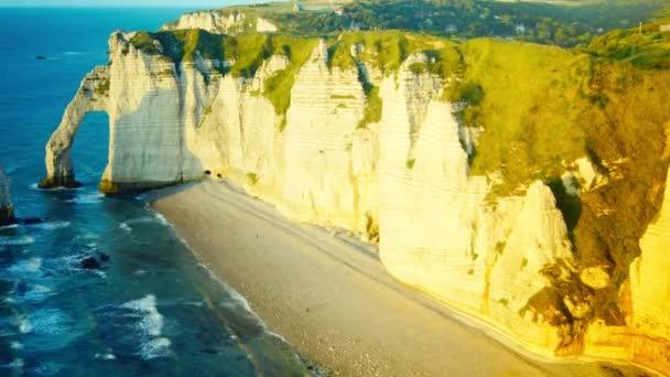 Kréta sziklák Cote d  Albatre. Etretat, Franciaország, Normandia, idő telik el, 4k