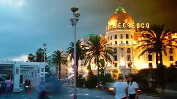 Nizza, Francia- circa 2014: Hotel Palatial Negresco di notte. LHotel Negresco è il famoso hotel di lusso sulla Promenade des Anglais a Nizza, baie des Anges, simbolo della Cote dAzur. Intervallo di tempo,4k