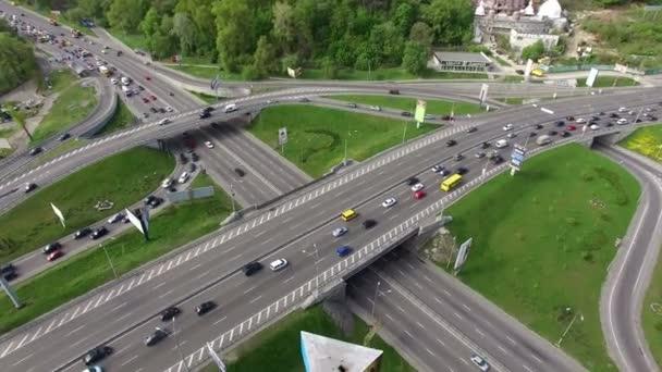 A kamera pásztázza az autópálya út le