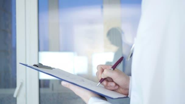 Doktor psaní lékařský záznam
