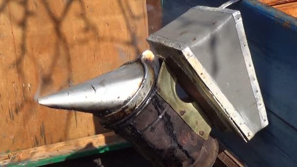 Kuřák včelařů nástroj zařízení k uklidnění včel mimo úl