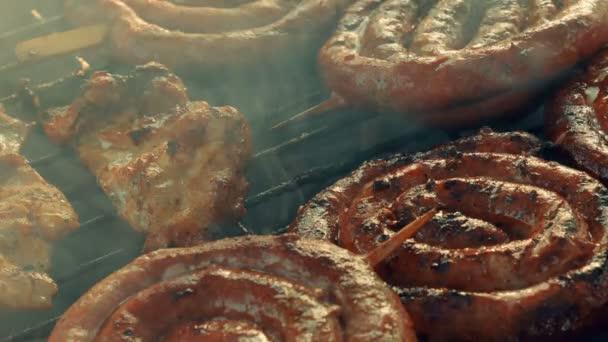 Snímek s Ultra Close-grilování (BBQ) zobrazující vepřové, hovězí, drůbeží a kuřecí maso