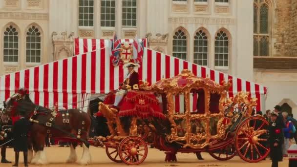 Traditionelle Golden Chariot bereit, neue Alderman erhalten in London, Großbritannien