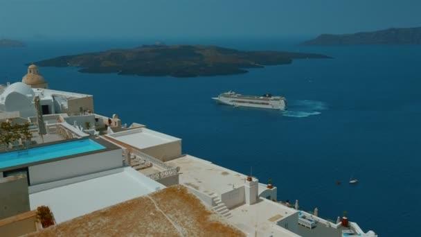 Plavby ve Středozemním moři - panoramatický pohled z řeckého ostrova Santorini