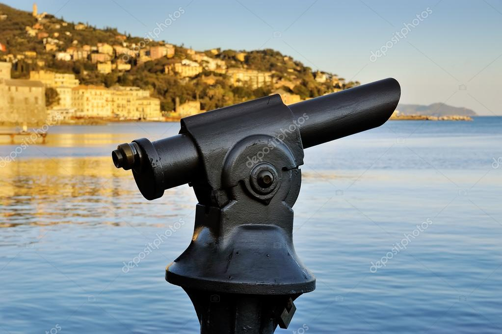 Münz monokular teleskop in italien u stockfoto pavlo baliukh