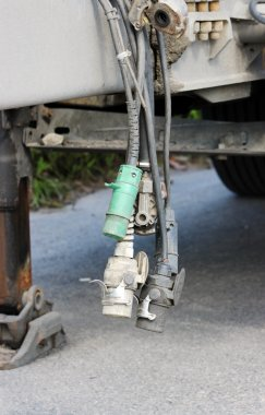 adapters that connect the trailer to a wagon.
