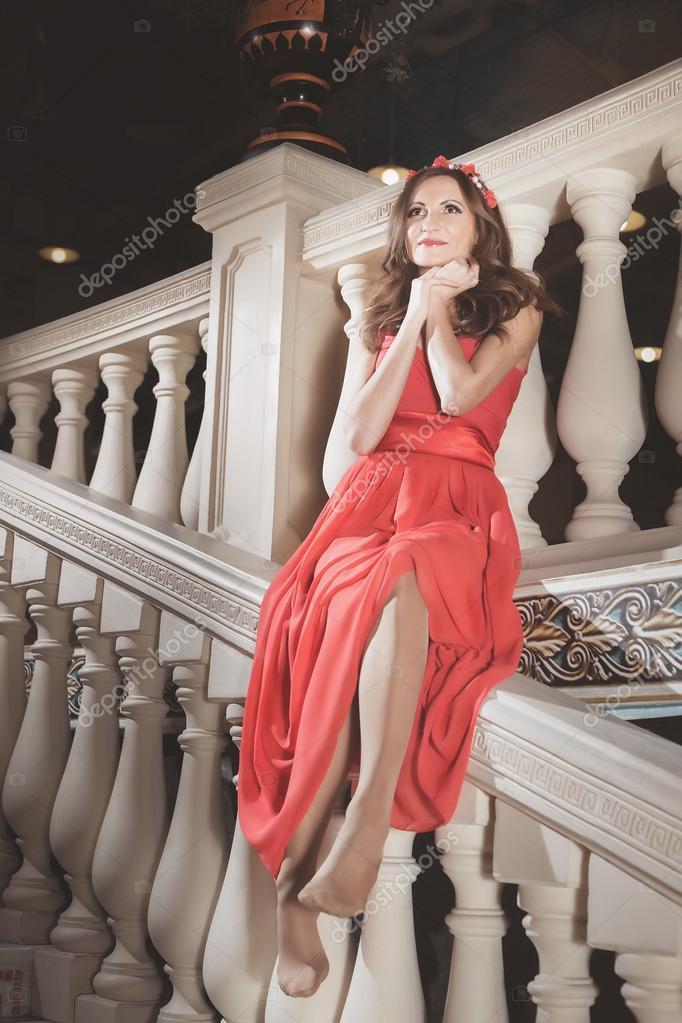 Фото на лестнице в платье