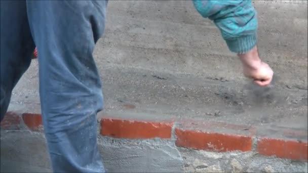 zedník, který staví zeď