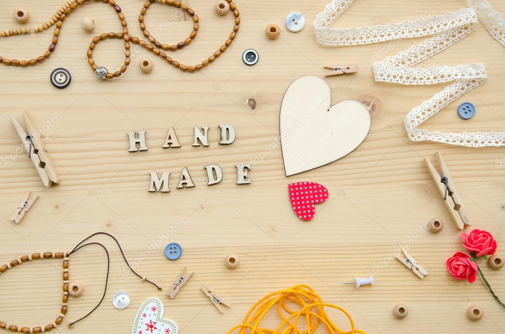 Conjunto de elementos para manualidades y art culos decorativos para hecho a mano sobre fondo de - Productos de madera para manualidades ...