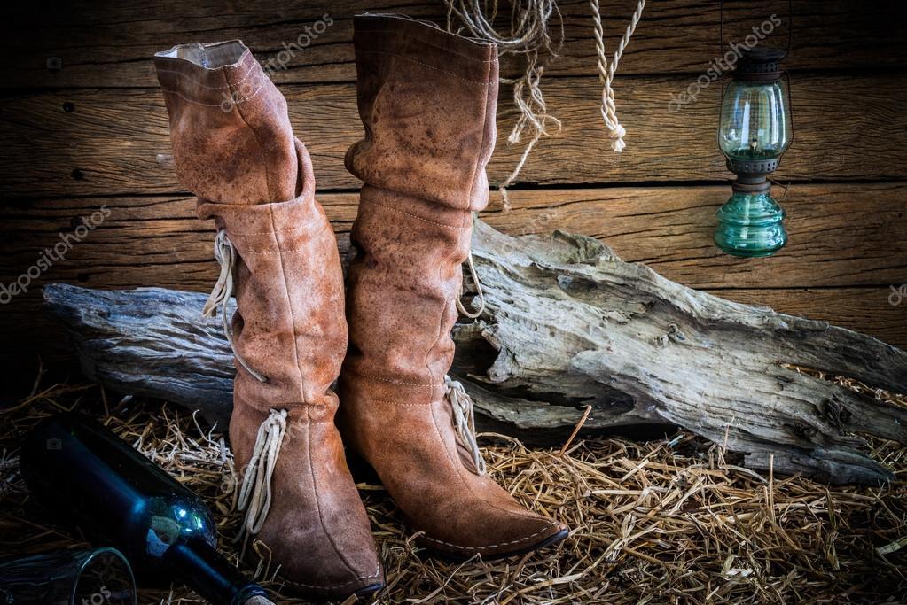 Fotografía de Bodegón tradicional cuero botas fondo vintage granero Rancho  — Foto de waewkids eefa93c0deb