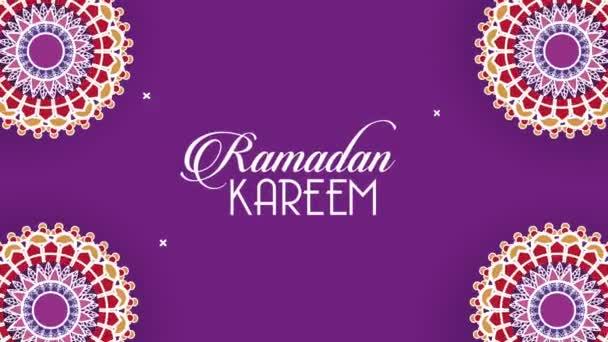 ramadán kareem písmo s mandaly rám v purpurovém pozadí