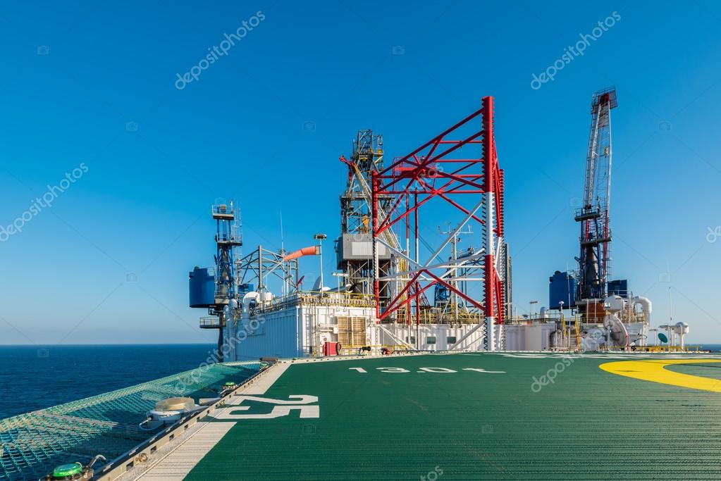 helicopter deck with offshore rig