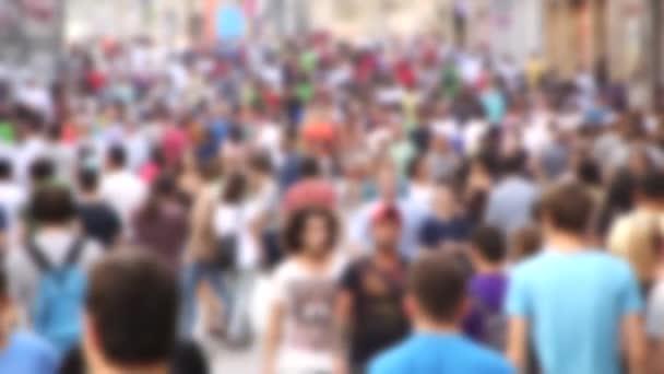 Lidé chodí v Istiklal Street
