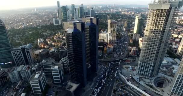 Mrakodrapy v Istanbulu při západu slunce