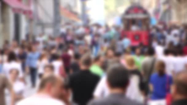 Menschen gehen auf der Straße
