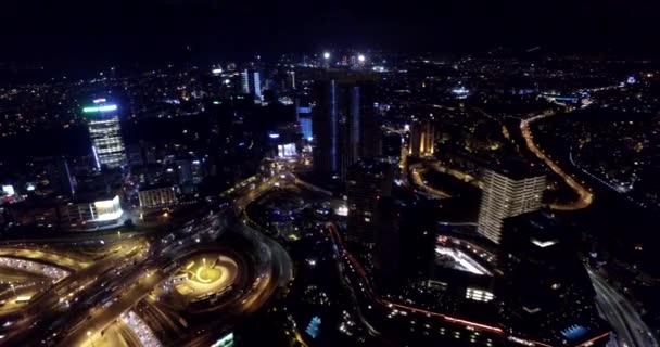Mrakodrapy v Istanbulu v noci