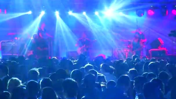 Tömeg, szórakozóhely, koncert