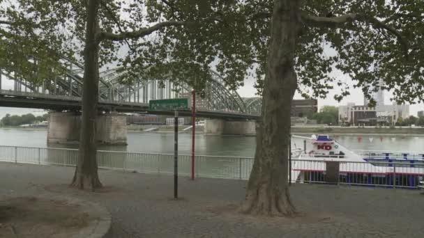 Boot auf dem Fluss in Köln