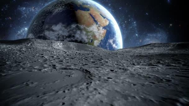 Povrchu měsíce. Podívejte se na animaci. Pohled z měsíce na zemi