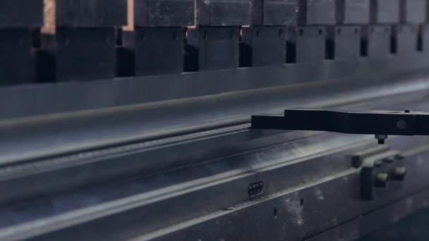 tiskové stroje ohyby perforované kovové profil