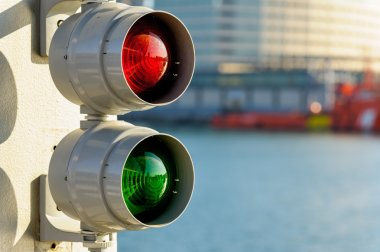 Traffic signal for boats
