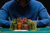Při pohledu na kombinaci dvou ESA hráč pokeru. Closeup