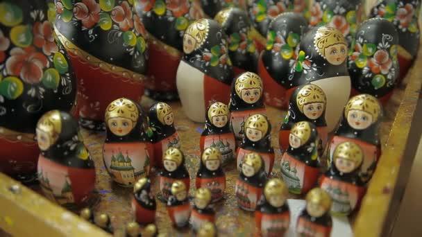 Velký počet vnoření panenky různých velikostí na stůl