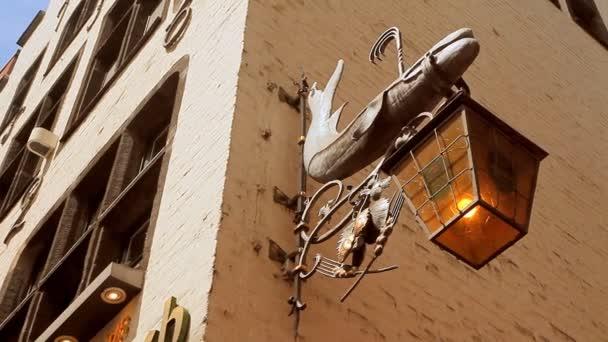 Eine Taverne-Laterne in Köln